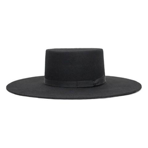 Brixton成立於2004年,簡潔乾淨的設計,訴諸個體的多種風格,卻也保留著傳統製帽的精神,從音樂、文化等為設計出發點,Brixton獨特的產品風格,秉持著高品質精緻細膩的做法。