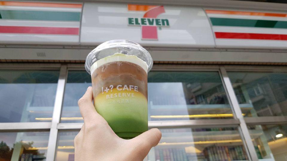 7-11「冰抹茶咖啡奶霜」!唯美的冰抹茶咖啡奶霜,夏天就是要來一杯~