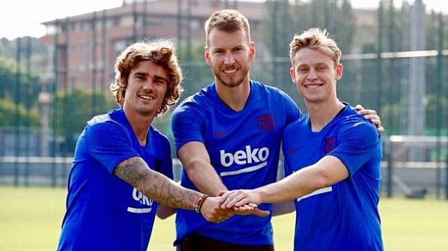 Tiga pemain anyar Barcelona, Antoine Griezmann, Norberto Murara Neto, dan Frenkie de Jong. (Twitter/@FCBarcelona)