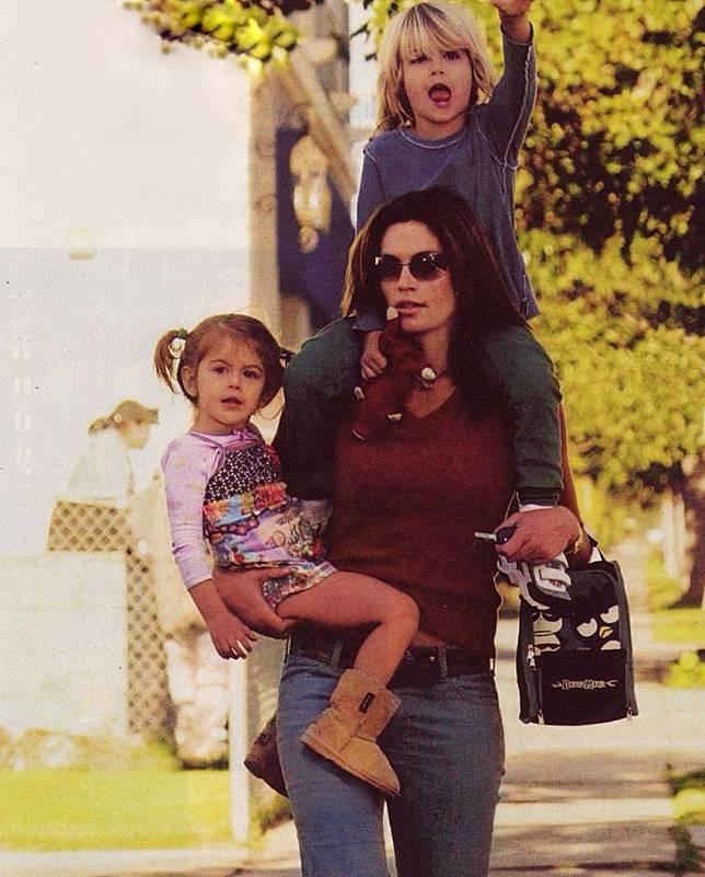 仙蒂跟童年的子女。