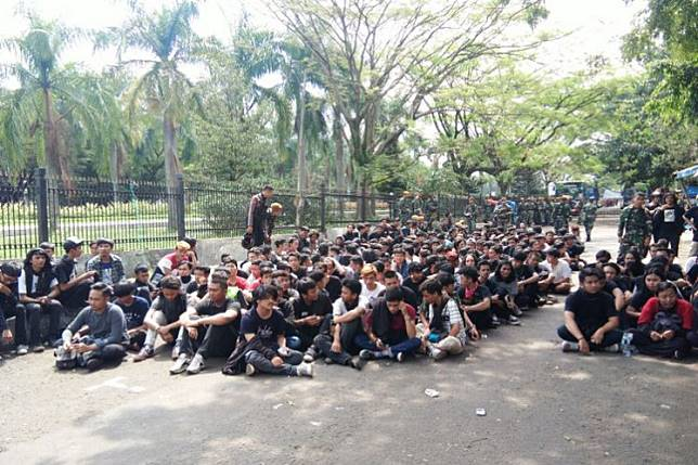 The Bandung City Police arrested hundreds of youths during the May Day riot in Bandung, West Java, on Wednesday, but soon released them because of a lack of evidence.
