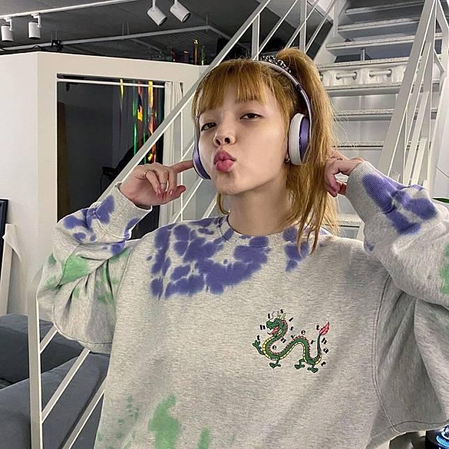 珉娥指欺負她的成員於最近喪父,而智珉的父親於今年4月去世,因此網民猜測智珉便是欺負珉娥的成員。