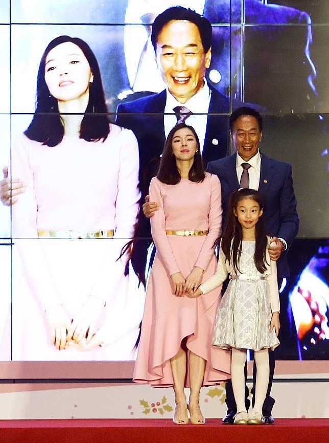 鴻海董事長郭台銘攜妻子曾馨瑩及其兒女。本報資料照片