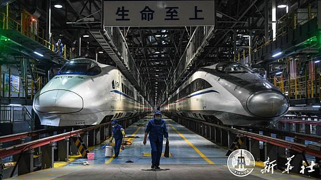 ส่องการทำงานของ 'พนักงานรถไฟ' หนานหนิงช่วงตรุษจีน