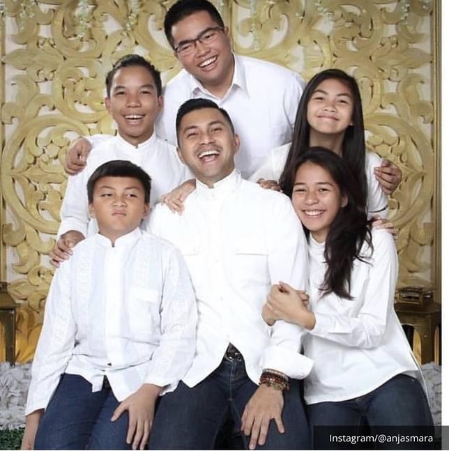 Keluarga Anjasmara dan Dian Nitami
