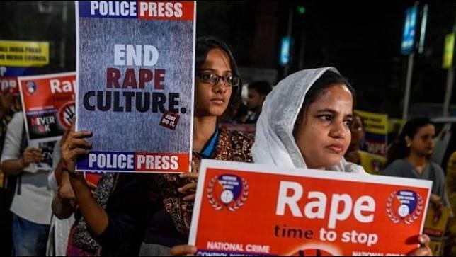 วัยรุ่นหญิงชาวอินเดีย ถูกจุดไฟเผาระหว่างเดินทางไปศาล ฟังการไต่สวนคดีถูกข่มขืน