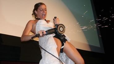 婚禮上鋸斷貞操帶 新娘熱血畫面引起網友 P 圖惡搞!