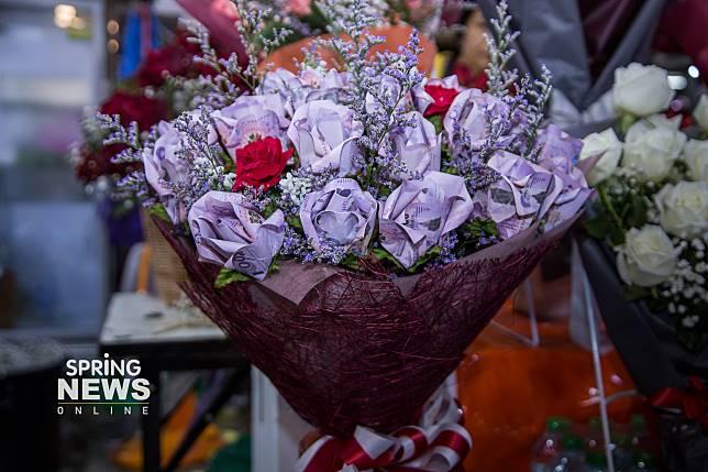 ช่อดอกกุหลาบเวเลนไทน์ ช่อละ 50,000 บาท