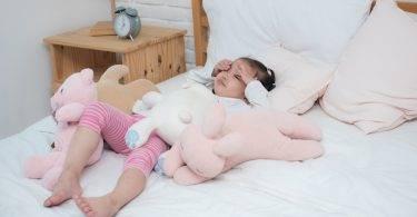 「殺傷性叫醒」的驚醒方式叫孩子起床,會留下傷害性影響