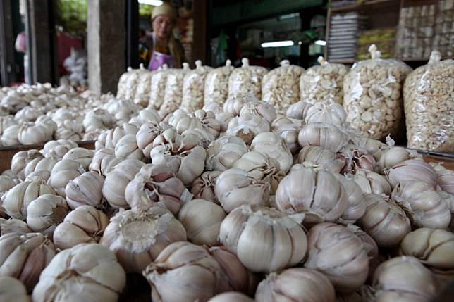 Traders arrange garlic at the Kramat Jati Market in East Jakarta.