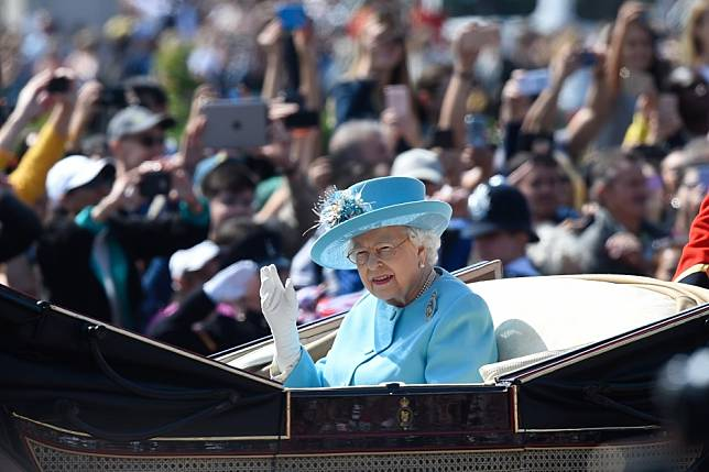 Queen Elizabeth's eating habits revealed - what 7 things will the British monarch never eat?