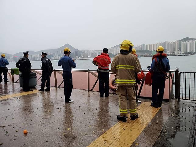警方及消防員接報到場搜救,暫未有發現。