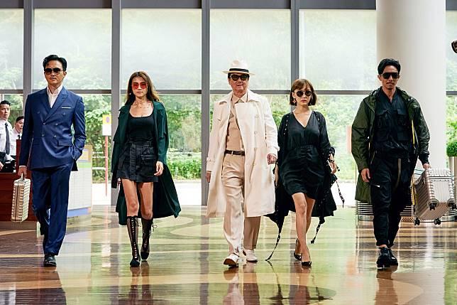 (左起)張智霖、周秀娜、黃百鳴、陳靜與張繼聰合演賀歲片《家有囍事2020》。
