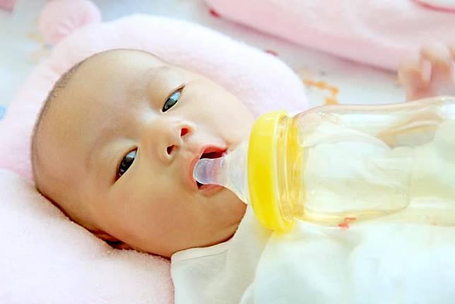 未滿6個月別喝水~小心寶寶水中毒