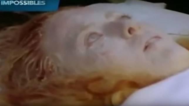 少女到院時無生命跡象,連溫度計都無法測量體溫。圖/翻攝自「Graveyard Shift」YouTube