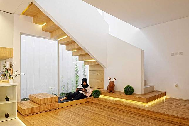 8 Ide Desain Tangga Yang Membuat Rumah Minimalis Jadi Tampil Keren Arsitag Com Line Today