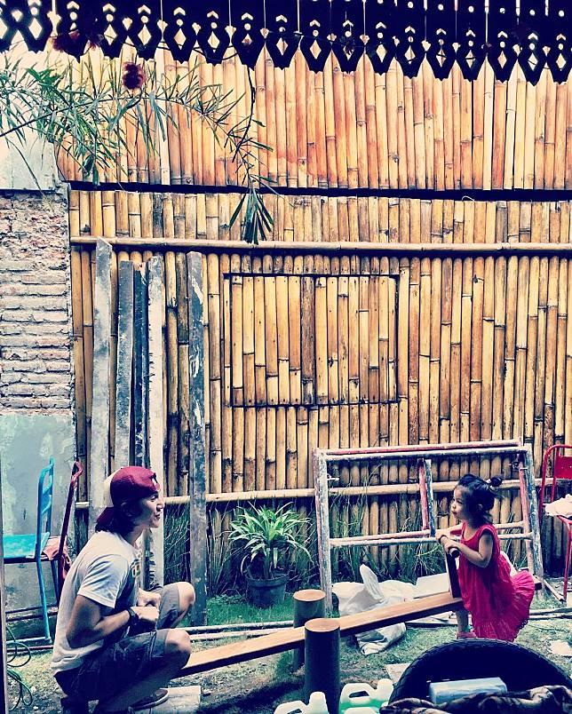 10 Foto Ini Jadi Bukti Vino G Bastian Ayah Idaman Banget