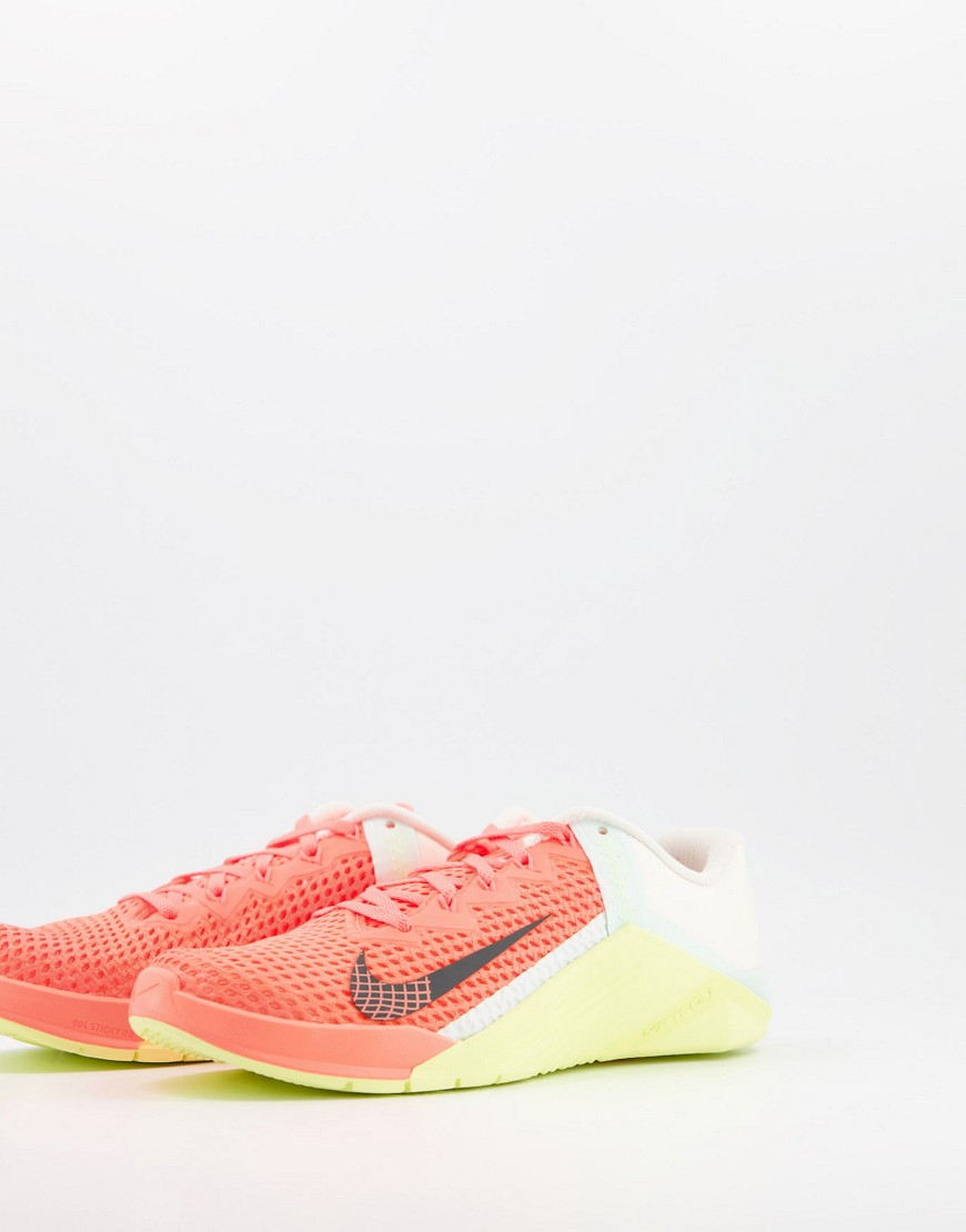 Trainers by Nike If in doubt, trainers Mid-cut design Lace-up fastening Padded tongue and cuff Signa