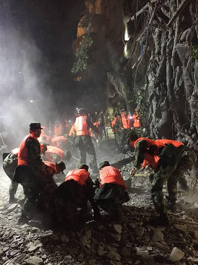 九寨溝強震已13死 仍有1萬遊客滯留
