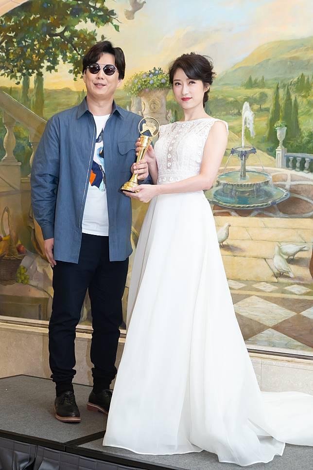 李婭莎(右)邀來蕭煌奇擔任新專輯「毒糖仔」的製作人。記者季相儒/攝影