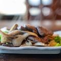 鹿肉とまいたけのガーリック焼き - きのこの里 鈴加園,キノコノサト スズカエン(荒川小野原/郷土料理)のメニュー情報