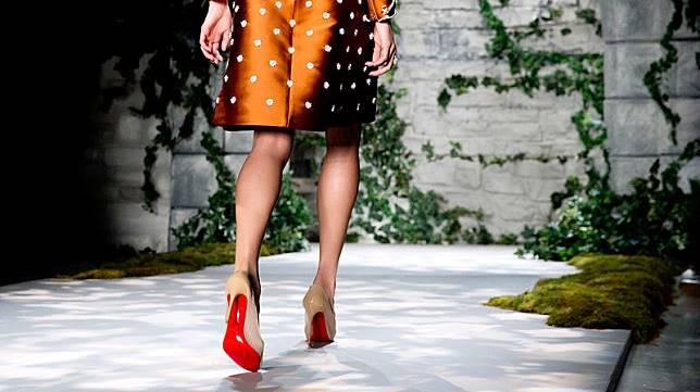 Rahasia di Balik Sol Merah Sepatu Christian Louboutin bcadaf41c7
