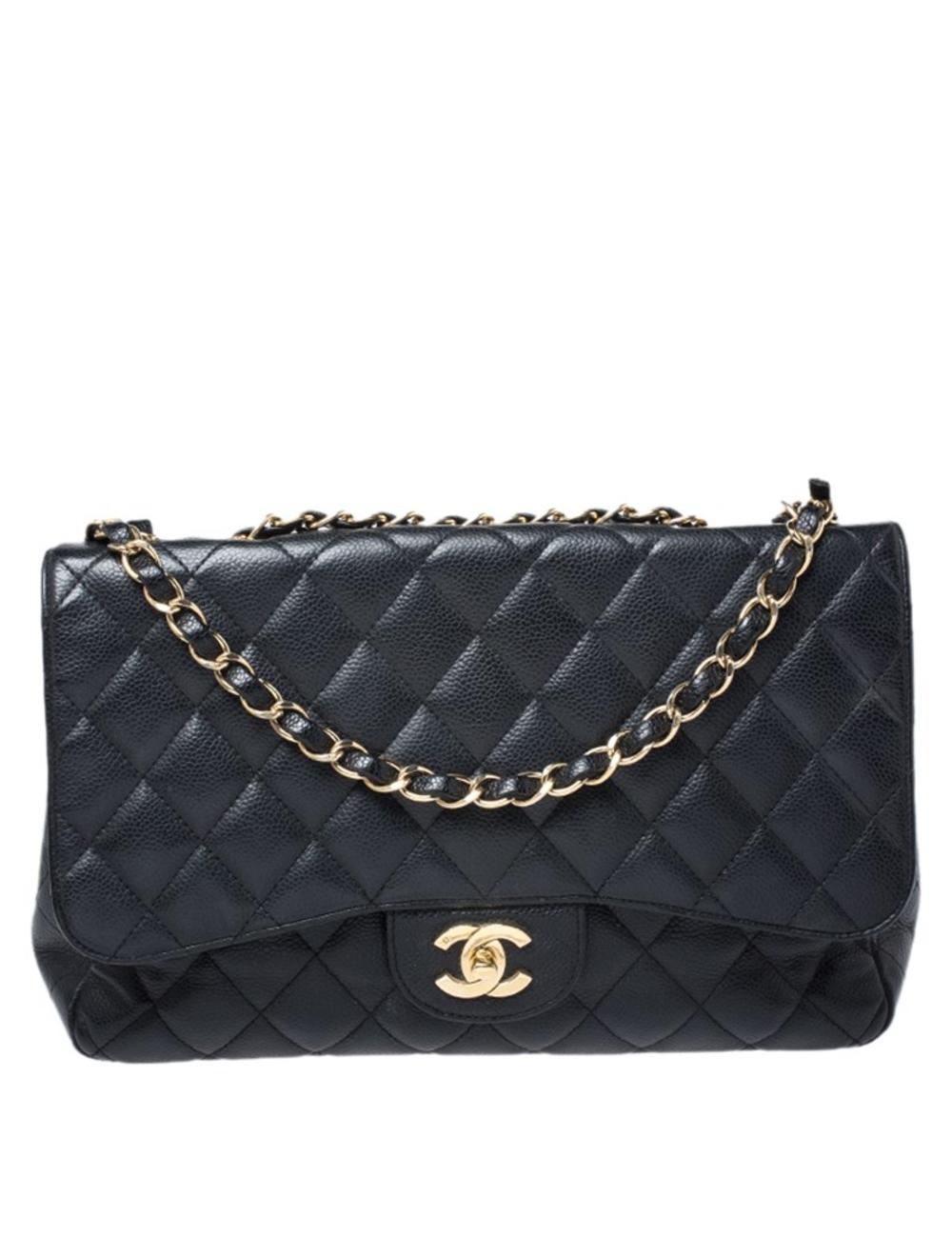 香奈兒(Chanel)這款翻蓋包對我們超讚,因為它以超現實的方式吸引人。精美的被子設計是由皮革精製而成,在皮革內飾上帶有標誌性標籤,翻蓋上帶有標誌性的CC鎖。這件作品具有金色五金配件和精美的交織鏈環,