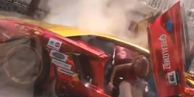 Lamborghini terbakar di Surabaya (Instagram.com/ @crazyrichsurabayans)
