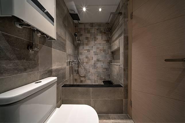 浴缸仿造日本風呂,內裏加設石階,既可作梯級亦可當座椅,平添浸浴樂趣。 (受訪者提供)