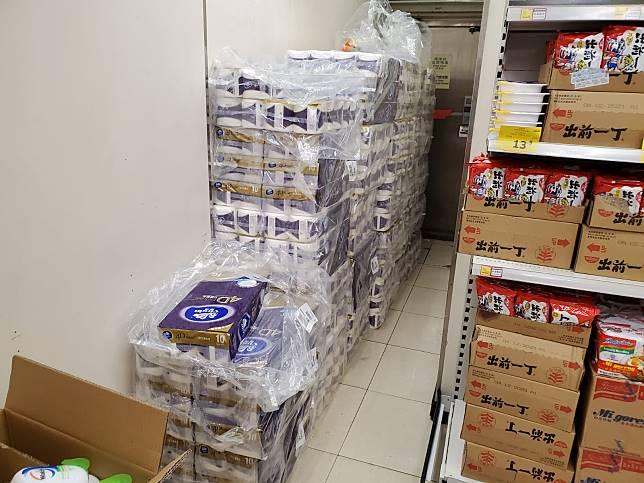 涉事超市仍有廁紙。