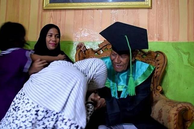 La Ode Muhamad Sidik, seorang kakek usia 85 tahun di Kota Baubau, Sulawesi Tenggara