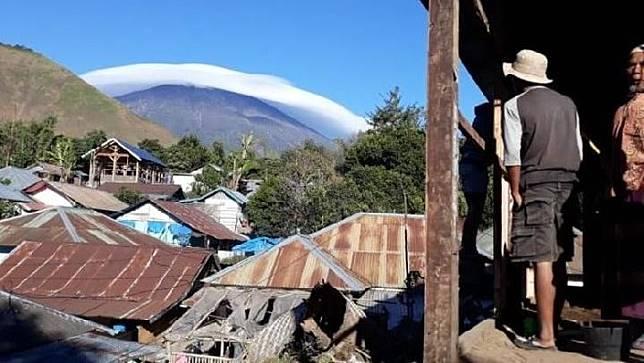Fenomena topi awan Gunung Rinjani, Rabu, 17 Juli 2019. Kredit: Antara Foto/Rosidin