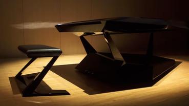 外型像是宇宙飛船內建智慧 Alexa功能的未來鋼琴