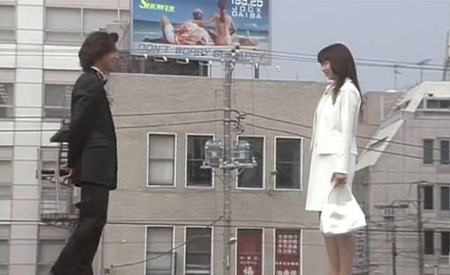 Don't Worry, Be Happy的廣告牌,是90年代的經典日劇場景。(互聯網)