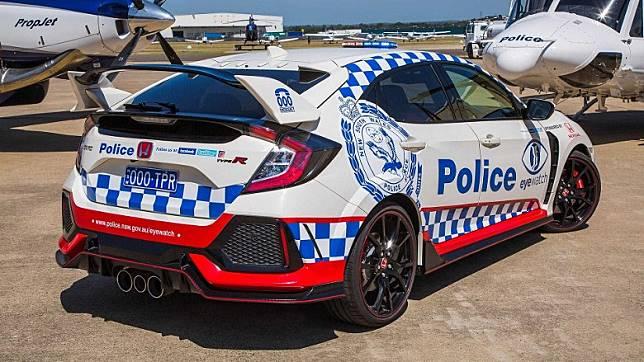 Honda Civic Type R性能強勁跑味十足,但今次擔當起是宣傳任務,不是在公路上追截超速。(互聯網)