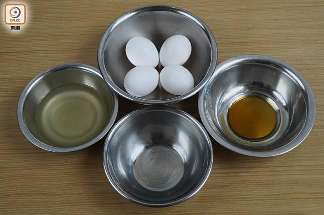 主要材料是雞蛋,用醬油、味醂及出汁調味後,無需加餡料已很入味。(方偉堅攝)
