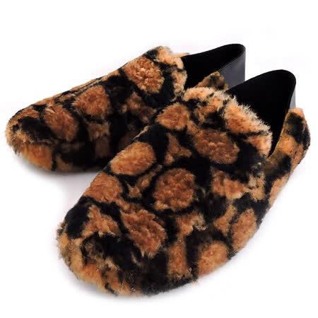 羊毛呢絨搭配大C LOGO設計 後腳跟處柔軟皮革可往內摺疊 附原廠專用防塵袋