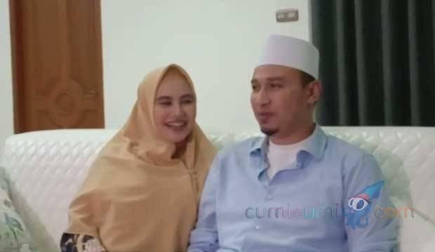 Genap Sebulan, Habib Usman Akhirnya Tunjukkan Wajah Bayi Kartika Putri