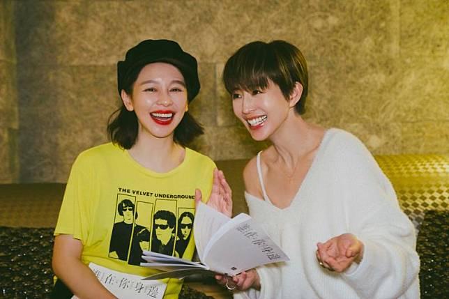 ▲張鈞甯(右)與徐若瑄(左)劇中飾演姐妹。(圖 / 頤東娛樂提供)