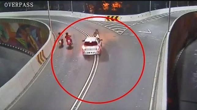Tabrak lari di Overpass Manahan Solo