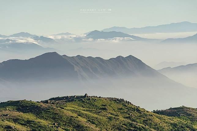 在全港最高的山峰上,可以飽覽香港群山。(Zachary Low攝)