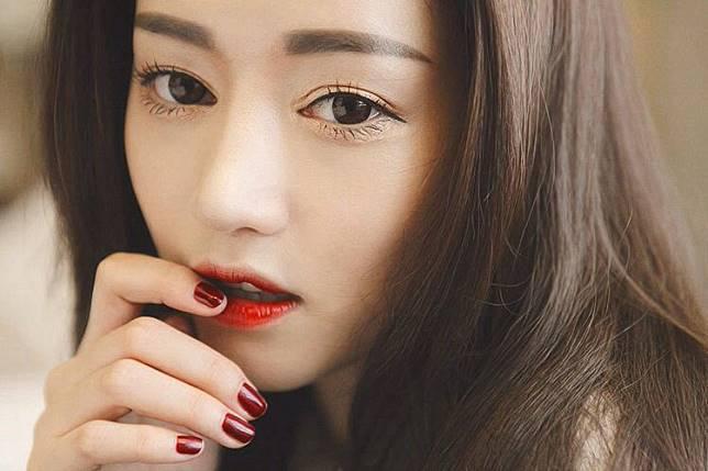 Penggemar K-Beauty Wajib Tahu: Ini 5 Tipe Lip Tint yang Bisa Kamu Beli Sesuai Dengan Kebutuhan
