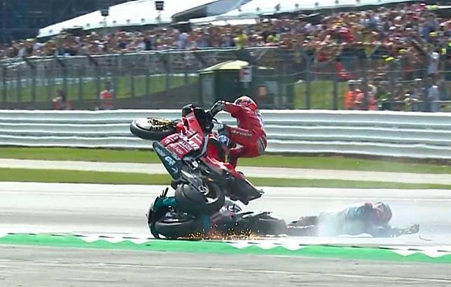 Andrea Dovizioso menabrak motor Fabio Quartararo di MotoGP Inggris 2019