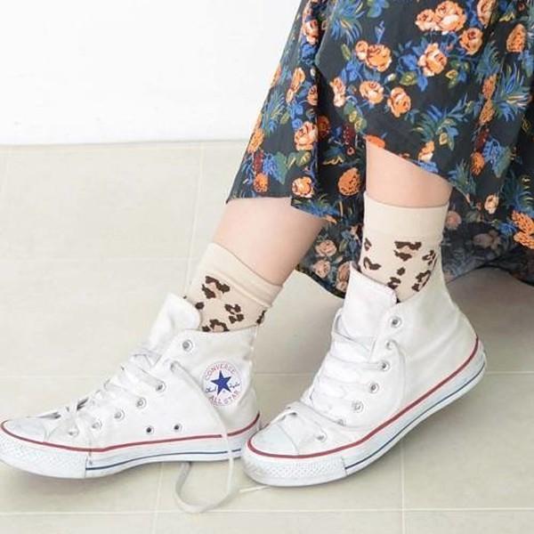 ⚫ ⚫ ⚫ ⚫ W O W Z ⚫ ⚫ ⚫ ⚫日本進口選襪-米色金蔥豹紋襪◾材質:棉、聚酯纖維、其他 ◾尺寸:22-24CM◾襪高:14.5CM➖ 照片呈現皆實物拍攝,會因角度、光線、個人電腦螢幕亮度