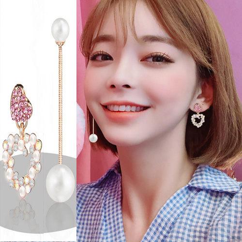 水鑽 韓 多一點飾品多一點女人甜味感設計款珍珠愛心流蘇耳環 艾爾莎 【TEY2406】