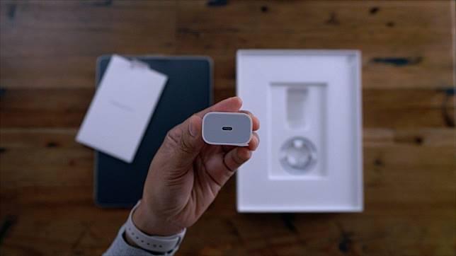 9to5Mac指新iPhone將首度附送USB-C快充火牛。(互聯網)