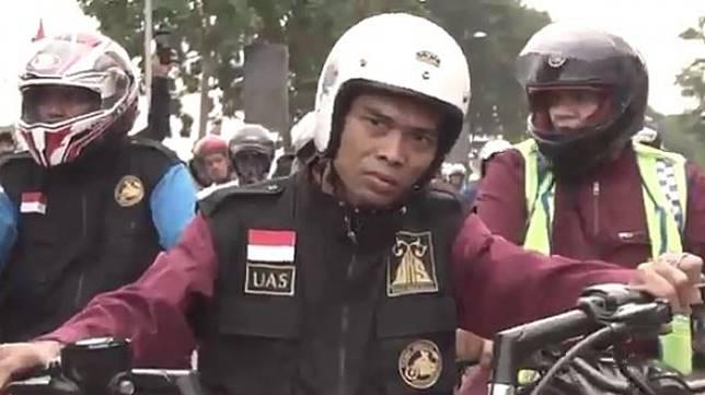 Ustaz Abdul Somad Riding Naik Harley-Davidson Forty-Eight. (Instagram/ustadzabdulsomad_official)