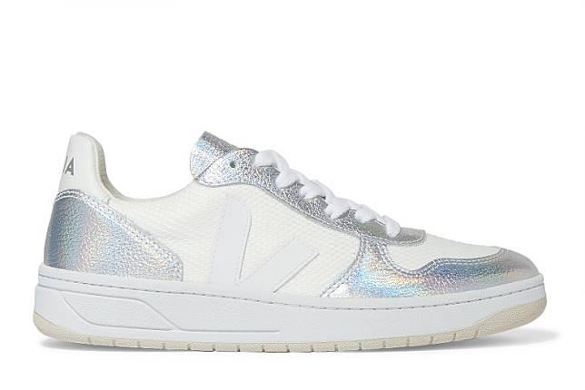 VEJA銀色拼白色皮革波鞋(互聯網)
