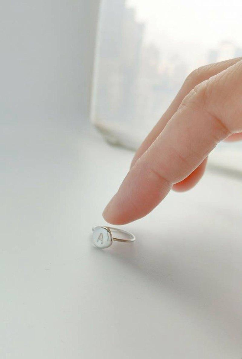 字母戒指的戒身可選擇麻花或者圓線 還有細線戒指可以選擇
