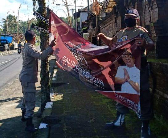 Pol PP Badung Berangus 179 Baliho dan Spanduk Kedaluwarsa